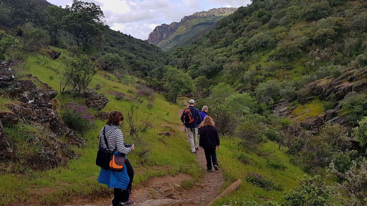 Turistas por el cerro gimio
