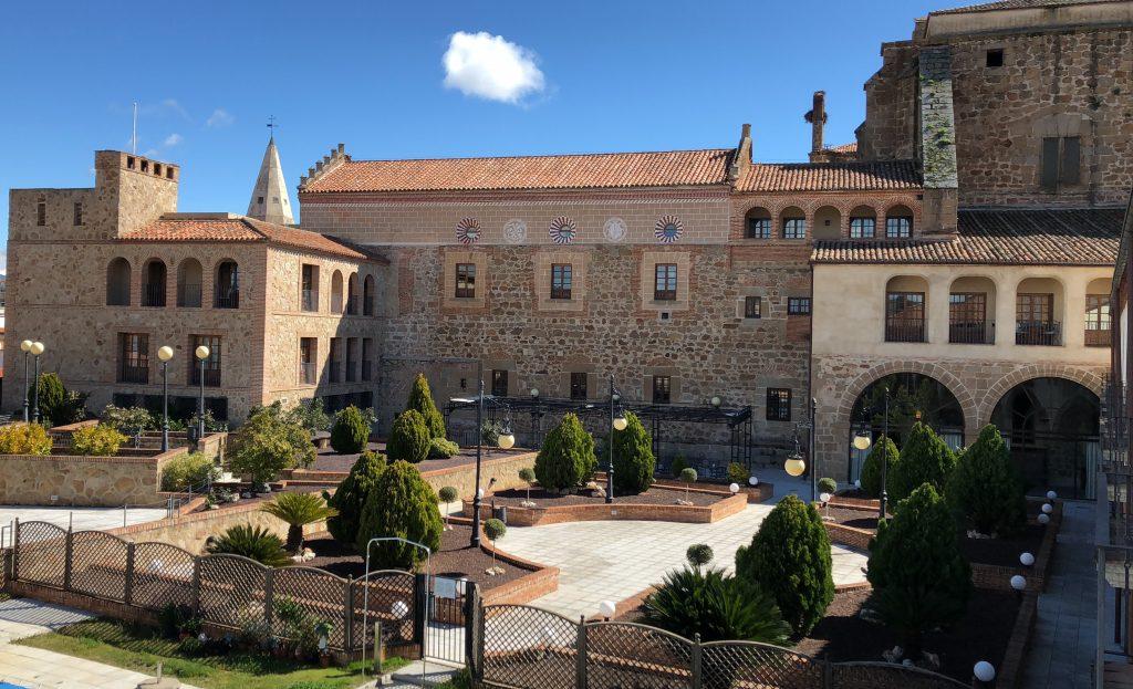 Patio Parador Nacional de Plasencia, Extremadura, España